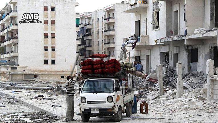 Syrische burgers vertrekken uit Aleppo. Beeld ap