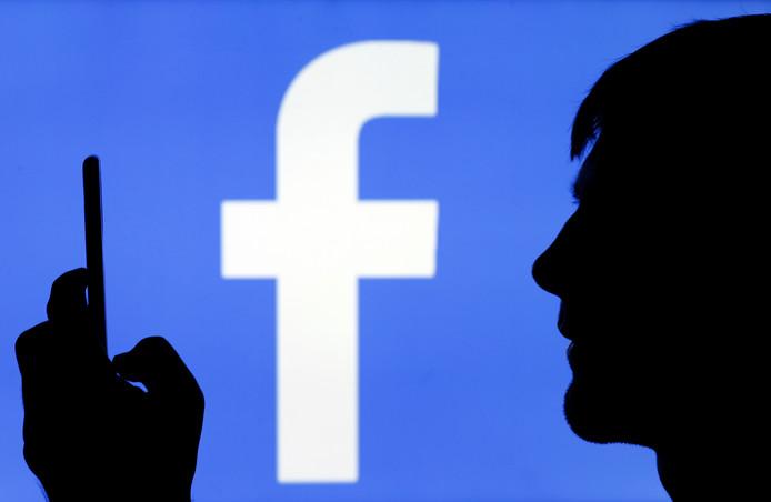 Het logo van Facebook. 'Nadeel van geen Facebook hebben, is dat je verjaardagen vergeet', stelt Remco Kock in zijn column. Foto ter illustratie.