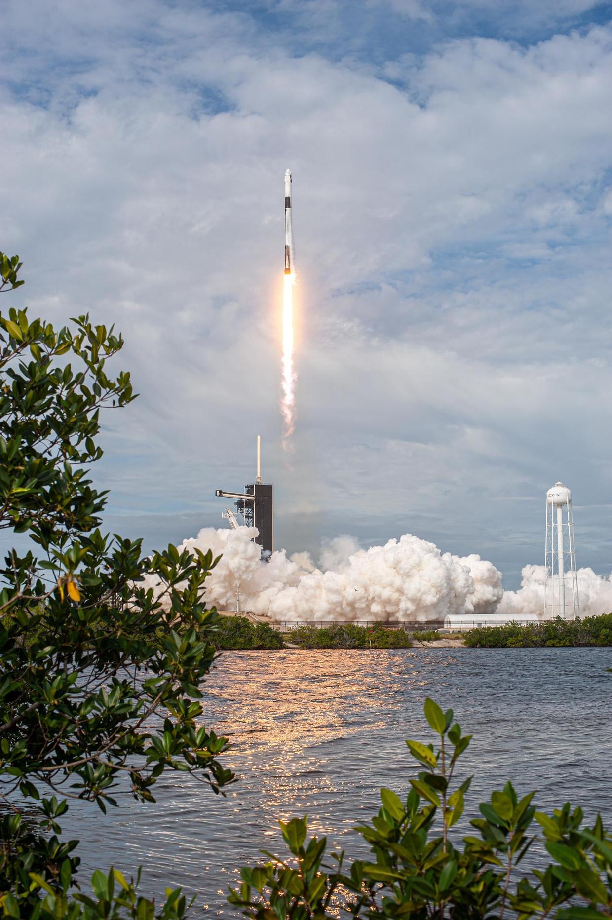 SpaceX vloog bij wijze van test al diverse keren met de Crew Dragon en Falcon 9-raket – hier nog zonder bemanning.