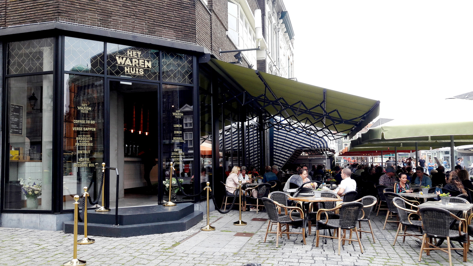 Stadsbrasserie Het Warenhuis aan de Markt in Den Bosch