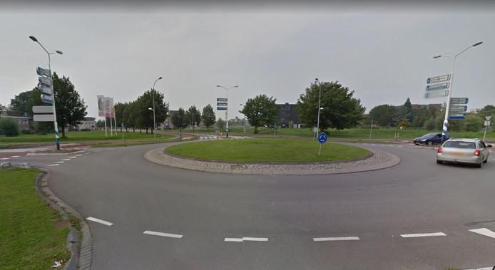 Het Poelplein is de rotonde die de Fruitlaan, Fokkerstraat en Van Hertumweg met elkaar verbindt.