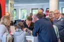 Paul Kusters, tekenaar van Toos en Henk, laat zijn werk zien.