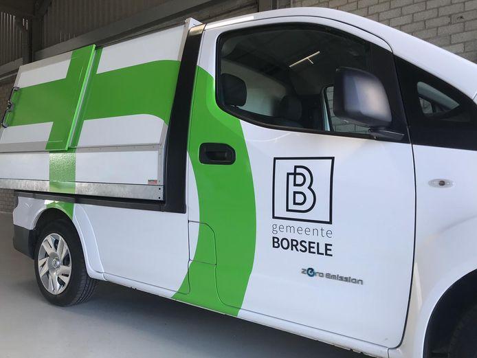 het nieuwe logo van de gemeente Borsele op een auto van de buitendienst