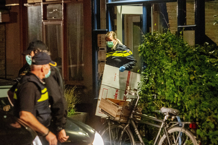 Politieonderzoek in een woning in Vlaardingen.