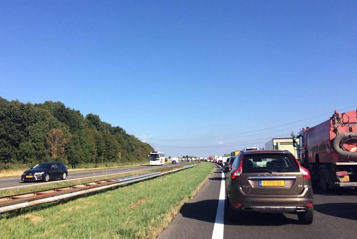Het verkeer richting Bergen op Zoom staat vast voor de Vlaketunnel.