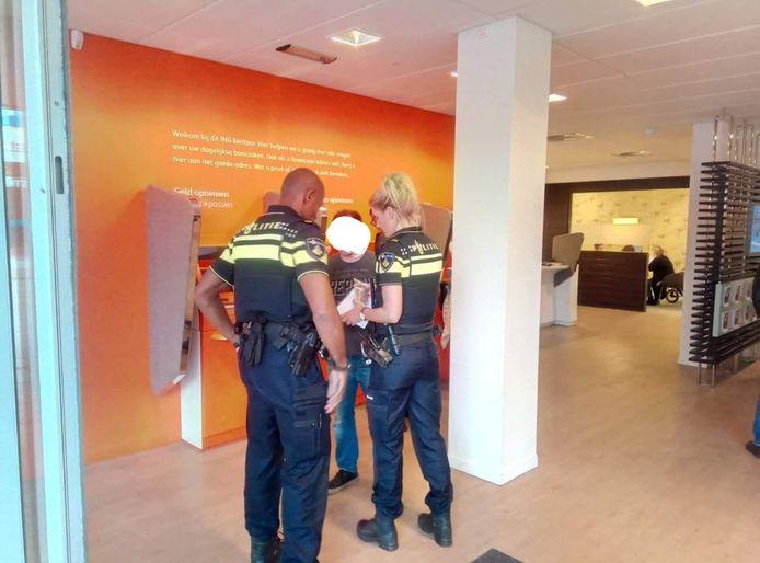 Een Rotterdamse slotenmaker liet een demente man uit Zoetermeer steeds opnieuw betalen voor nieuw slot.