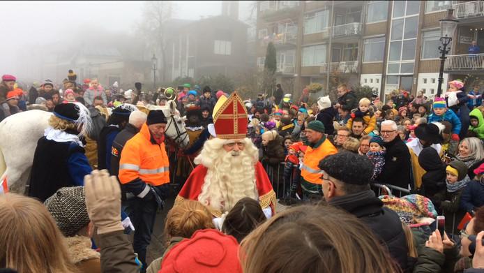 Sint zette zaterdagochtend voet aan wal in Deventer.