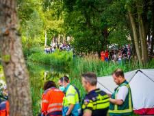 Auto raakt van de weg en belandt in het water in Nuenen: vrouw (74) en man (80) overleden