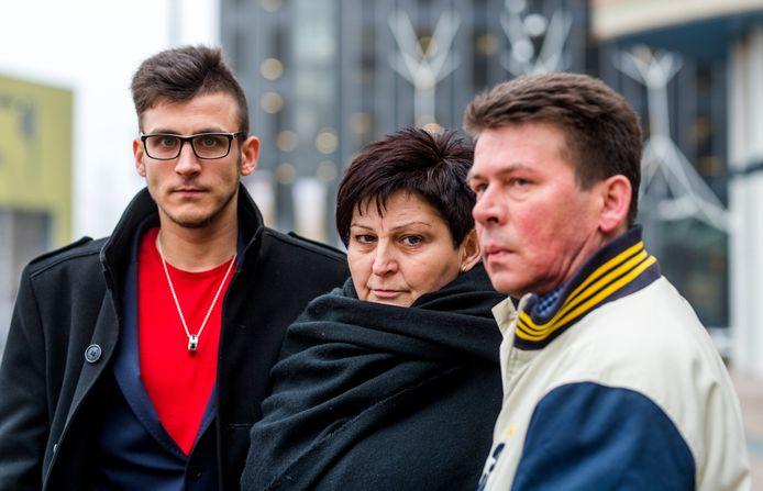 De familieleden van Sylwia, links broer Pawel en in het midden haar moeder.