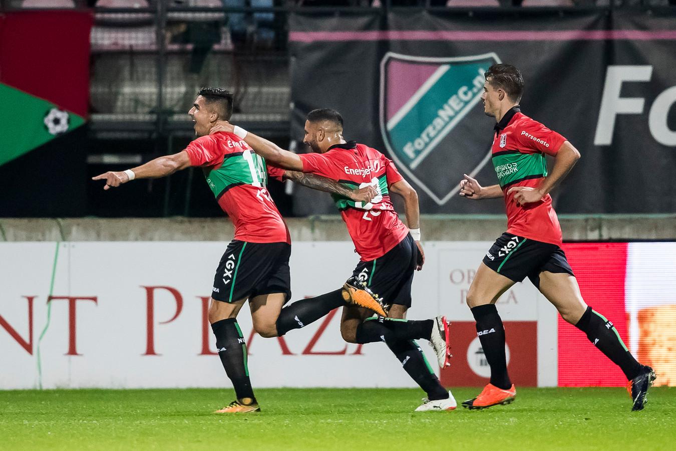 Wojciech Golla viert zijn goal tegen MVV.