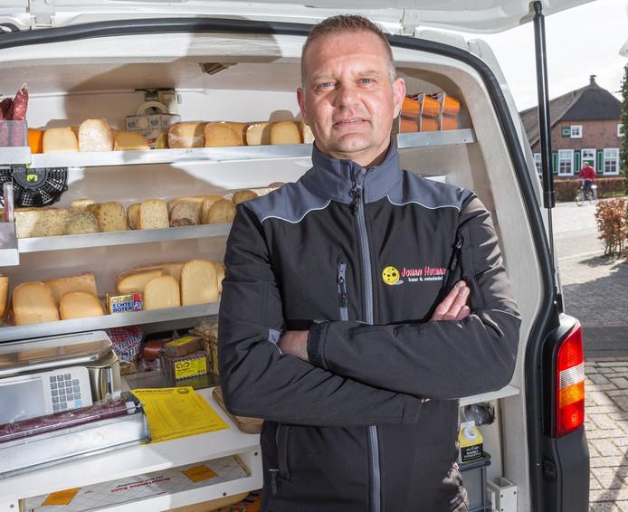 """Johan Huisman uit Rouveen heeft een handel in kaas en noten. En een donornier. ,,Ik ben de Nierstichting dankbaar, daarom wil ik wat terugdoen."""""""