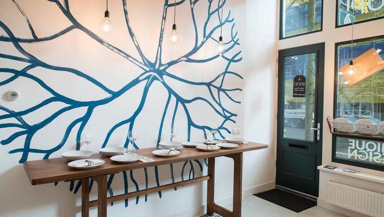 Laatst liep Ilse Klün langs een raam waarin ze een boommotief zag, maakte er een foto van en werkte het met designteam FC Creatief uit tot een ontwerp. Beeld Charlotte Odijk