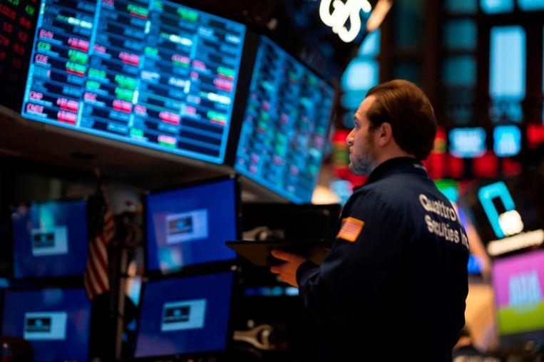 Traders aan het werk tijdens de opening van de beurs in New York op 27 februari.  Beeld AFP