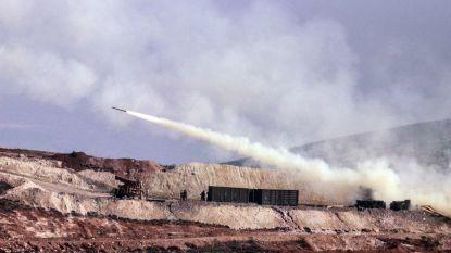 Syrische milities trekken Koerdische enclave Afrin binnen, waarop Turkse troepen het vuur openen