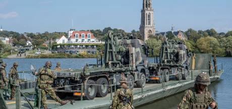 Het leger steekt de Rijn over