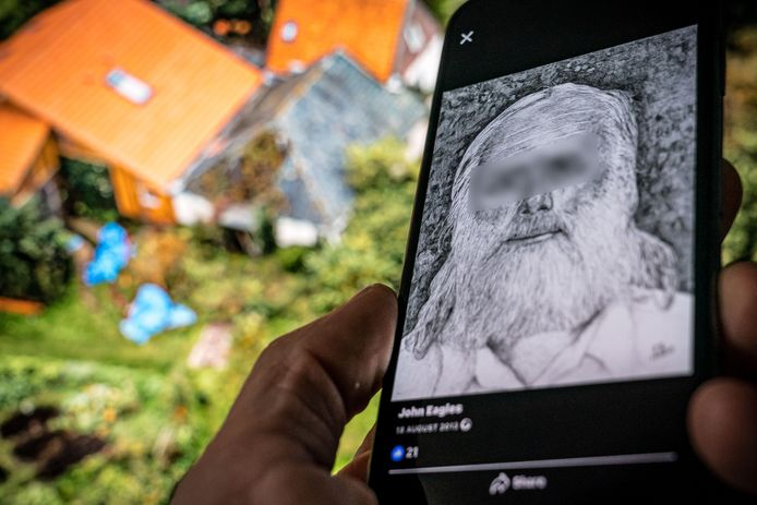 Een tekening van de 67-jarige Gerrit Jan van D. op zijn Facebookpagina. Op de achtergrond de boerderij in Ruinerwold.