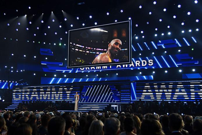 Alicia Keys houdt een eerbetoon voor de omgekomen Kobe Bryant.