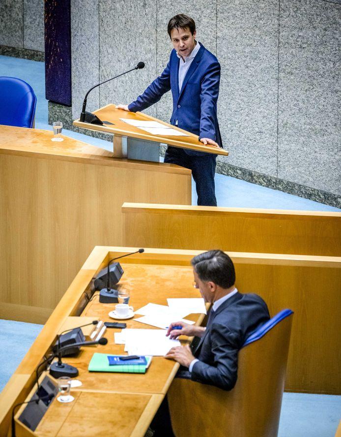 Joost Sneller (D66) tijdens een eerder debat met premier Rutte over de begroting van de koning.
