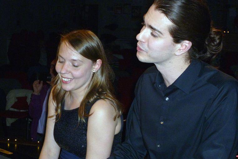 Elisabeth Crommelynck en Sander Meersmans vormen pianoduo Symbiosis. Op vrijdag 8 februari concerteren ze voor eigen volk.