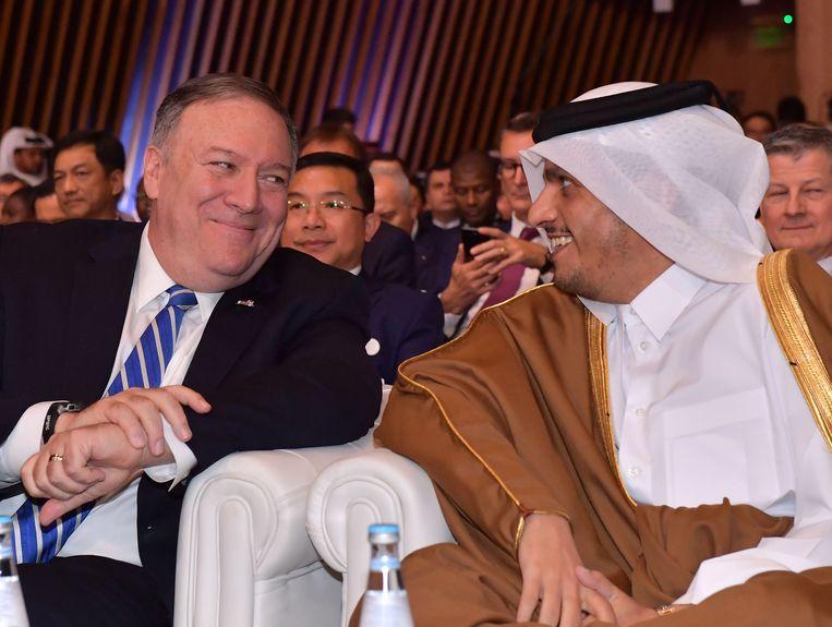 De Amerikaanse minister van Buitenlandse Zaken Mike Pompeo, hier naast Sheikh Mohammed bin Abdulrahman al-Thani (minister van Buitenlandse Zaken van Qatar) was naar Doha gekomen om getuige te zijn van de ondertekening van de overeenkomst.