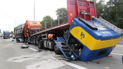 Urenlange verkeerschaos na drie ongevallen op E313