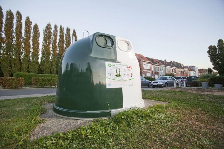 De glasbol in de Lindelaan in Zwevegem, dat is aan de achterkant van de Delhaize, wordt wegens herhaaldelijk misbruik, weggenomen.