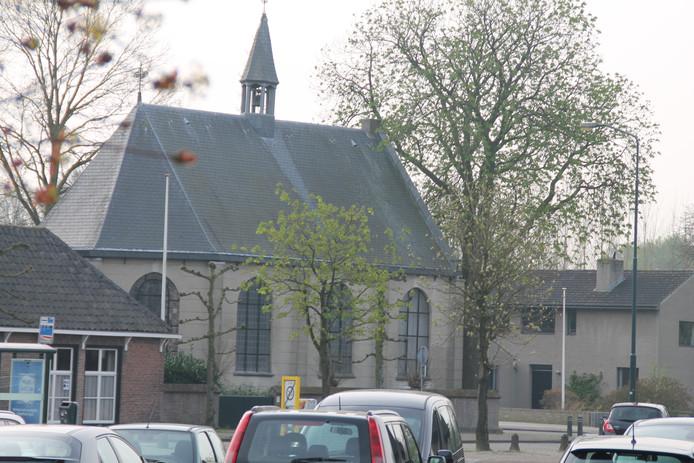 Protestantse kerk in Sint-Michielsgestel. Links een klein gedeelte van de pastorie.