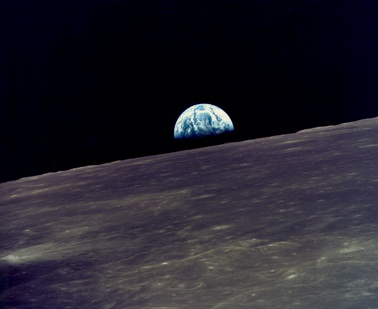 Deze foto, geschoten door de bemanning van de Apollo 10-missie vanuit een baan om de maan, toonde de aarde voor het eerst vanuit kosmisch perspectief.  Beeld Getty Images