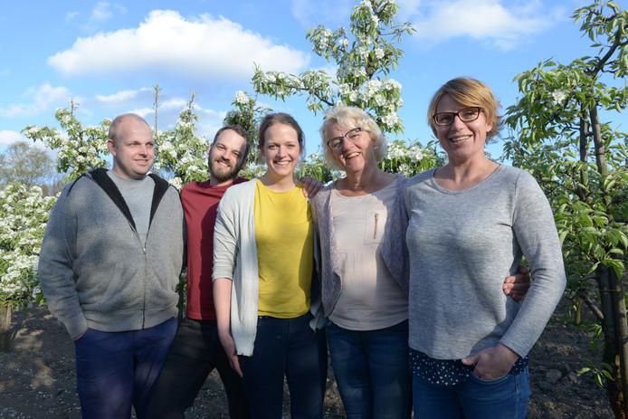 De gezinsleden van de familie Franken schrijven om beurten over het wel en wee op hun fruitteeltbedrijf.
