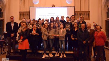 Skiër Marjolein Decroix ontvangt sporttrofee in Poperinge