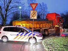 Fietsster gewond na botsing met vrachtwagen in Emmeloord