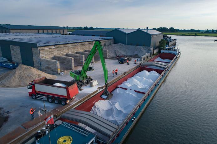 Medio juni kreeg Kampen een nieuwe lading strooizout geleverd. De gemeente gaat minder strooien.