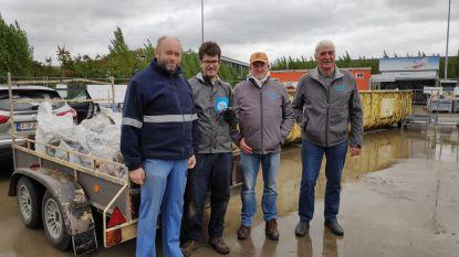 Vrijwilligers kijken toe in recyclageparken tijdens 'Week van de Handhaving'