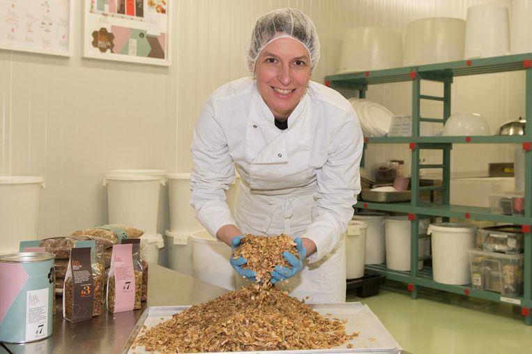 Nathalie heeft de handen vol met haar granola.