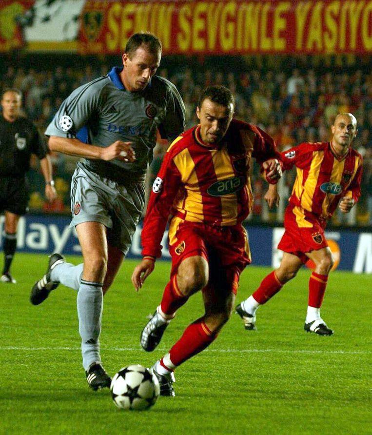 Philippe Clement en Umit Karanin de Champions League-match tussen Galatasaray en Club Brugge in 2002.