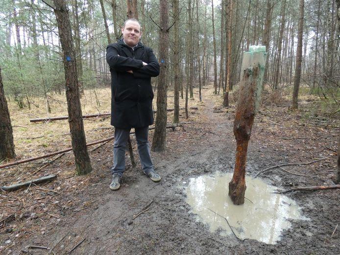 Schepen Lemmens op de bospaden.