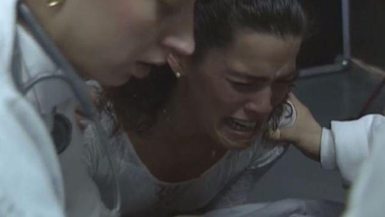Nancy Kerrigan huilt hartverscheurend bij de aanslag met een ijzeren staaf op haar knie op 6 januari 1994.