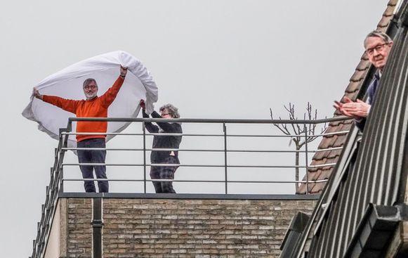 Een beeld vanop het balkon van een dakappartement, op de hoek van de Langemeersstraat en de Veemarkt in Kortrijk