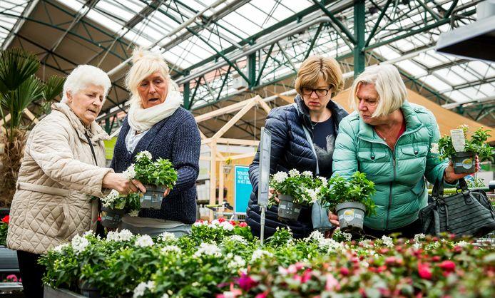 Dankzij klimaatacties gaat het goed met tuincentra: ze verkopen steeds meer groen voor in de tuin.