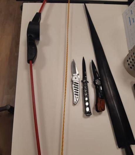 Messen, zwaard én boog gevonden bij fouilleeractie: 'Lord of the Rings' in Rotterdam-Centrum