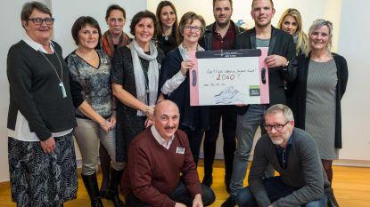Neo-Ma krijgt cheque van Niels Albert Bike Store