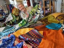 Lapjes gezocht! Olga (58) werkt aan enorme vlag ter ere van 75 jaar vrijheid