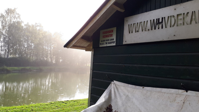 Het gebouw aan viswater De Puls in Winterwijk.