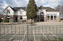 Voorlopig hebben de kinderen nog les in het beschimmelde schoolgebouw op de Boskamp.