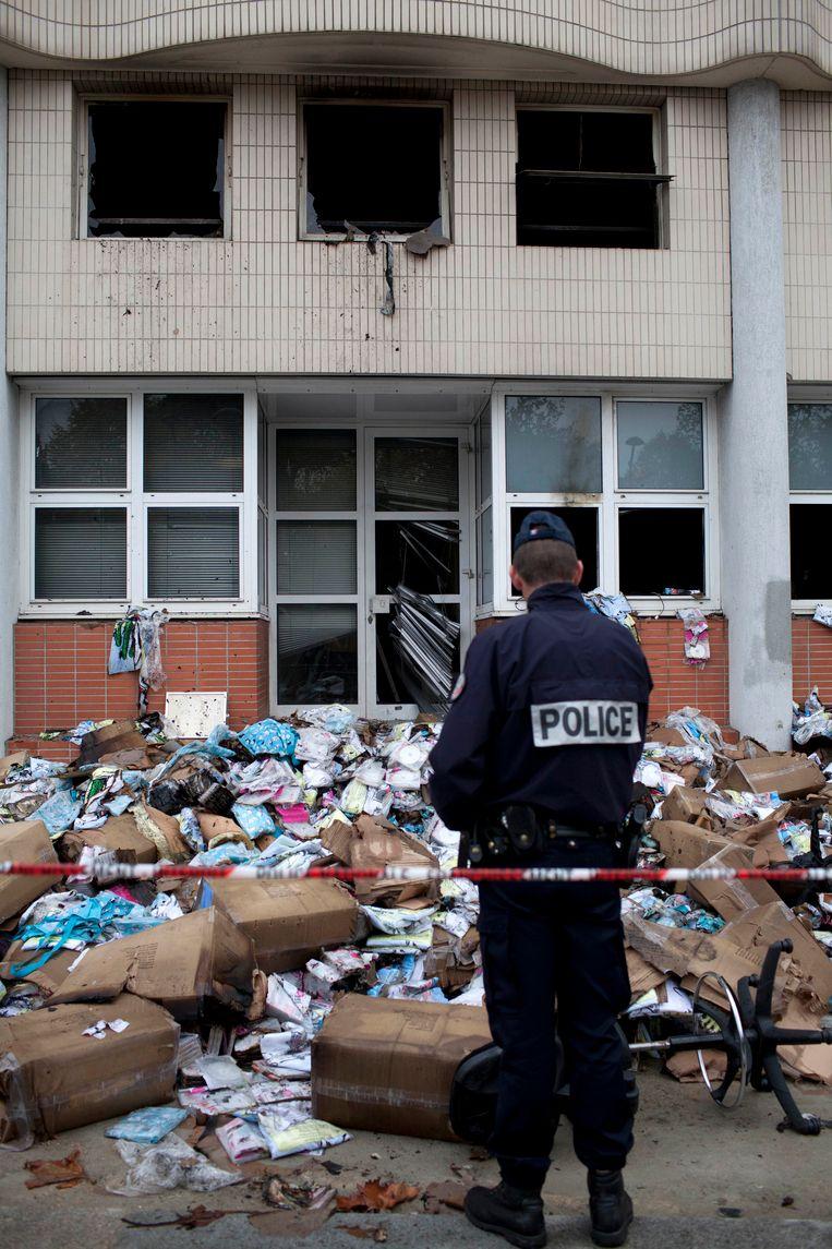 De redactie van Charlie Hebdo na de aanslag in november 2011. Beeld ap