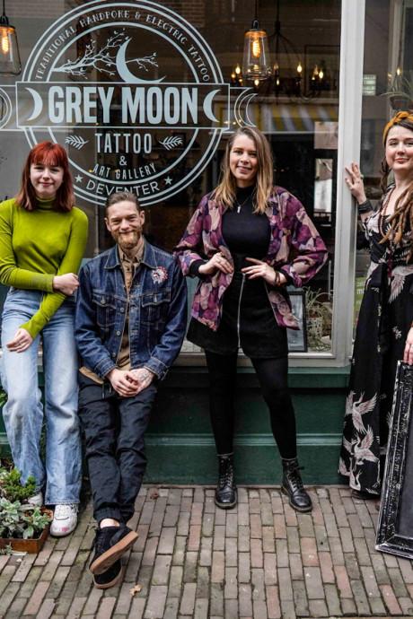 In Deventer laat je straks een 'handpoke' tattoo zetten mét bijbehorend ritueel