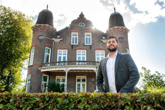Eren Demirci van de zorgorganisatie Derman bij het Rhederpark in De Steeg.