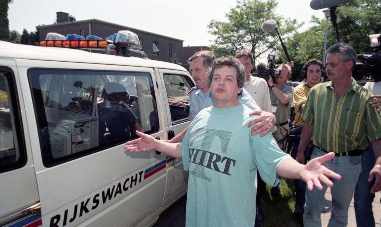 In juli 1998 haalt hij de wereldpers. Met zijn 'Werkgroep Morkhoven' beweert hij in het post-Dutrouxtijdperk op pedofielen te jagen maar hij blijkt zelf niet zuiver op de graat te zijn.