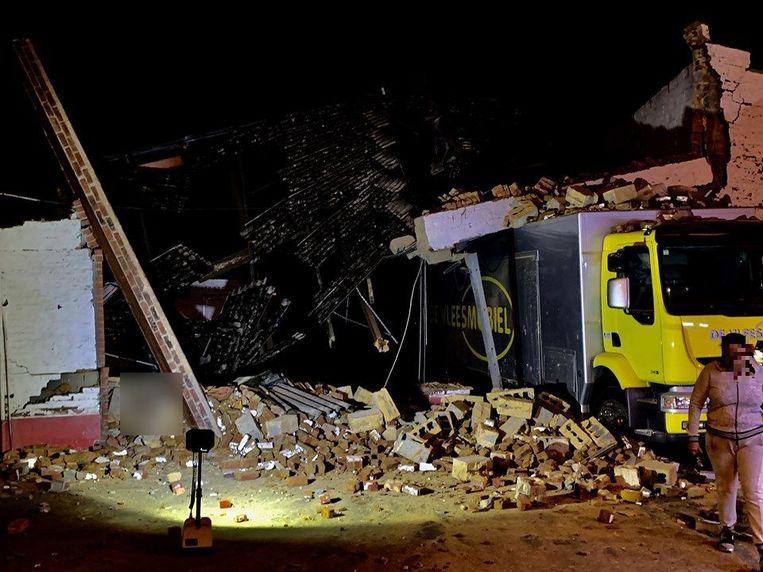 De schade was groot na de instorting van de garage.