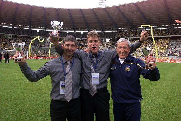 Jan Ceulemans met Carl Engelen en Danny Vlaeyen na de gewonnen bekerfinale in 2001.